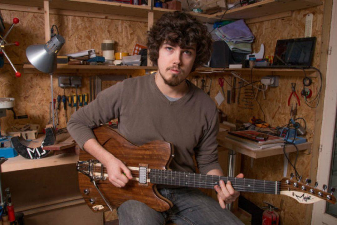 Le Penthièvre: Maxime fait des guitares sur-mesure